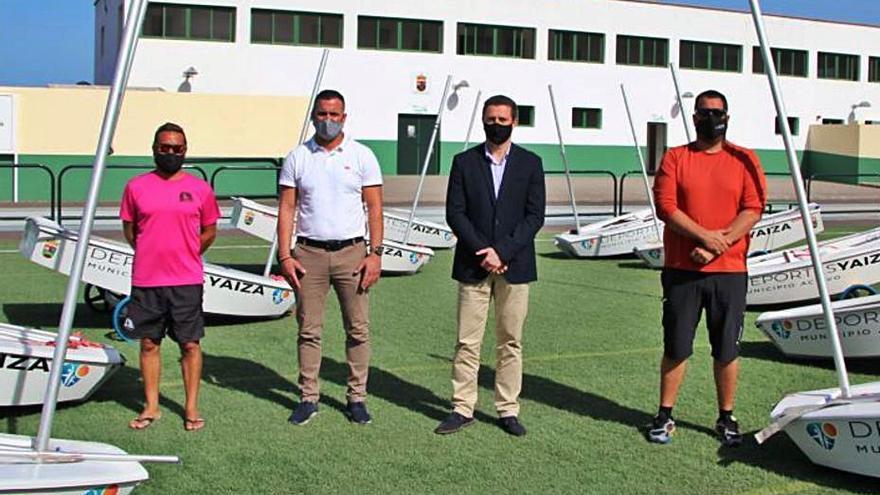 Yaiza repara y entrega diez embarcaciones de optimist a las escuelas deportivas