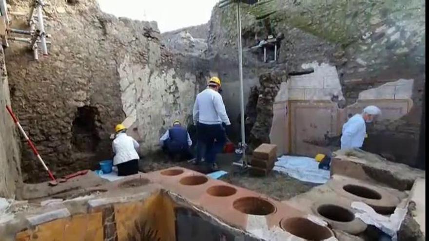 Descubren un restaurante con restos de comida en Pompeya