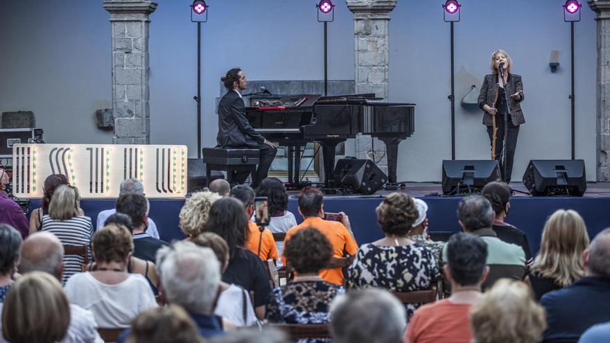 Marina Rossell inaugura amb èxit el festival Istiu de Castelló d'Empúries