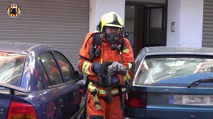 Dos mujeres, atendidas tras el incendio de una vivienda en Paiporta