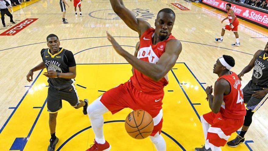 Ibaka brilla i Toronto Raptors acaricia l'anell