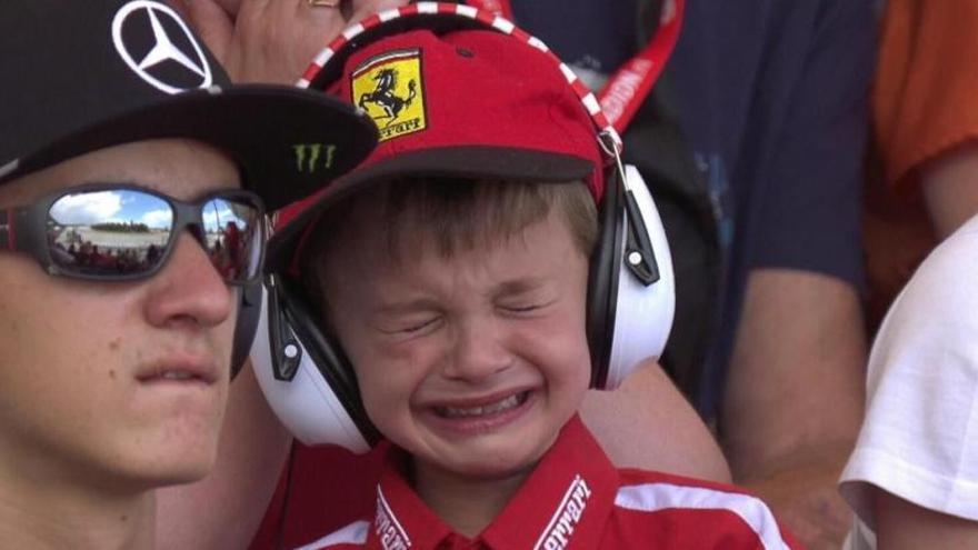 El disgusto de un niño al abandonar Raikkonen se convierte en alegría