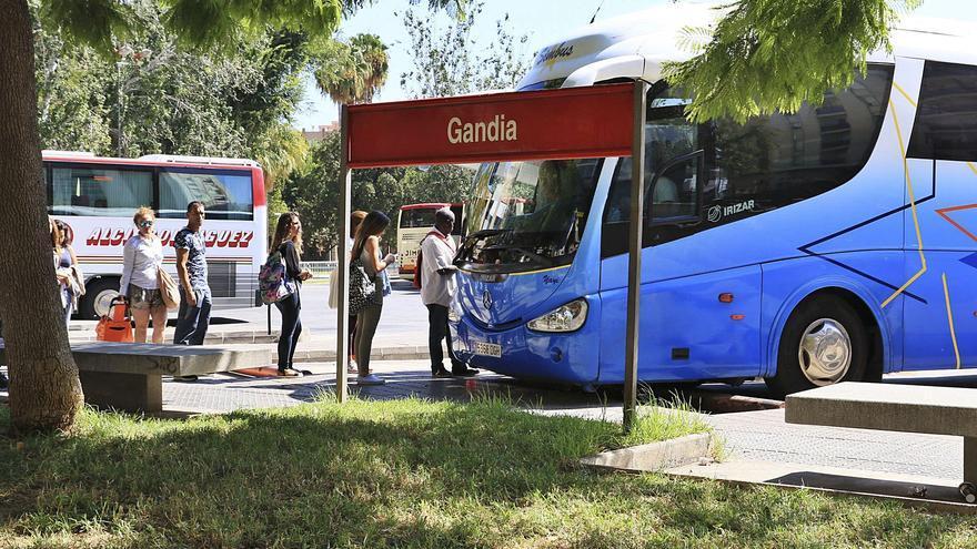Los estudiantes que promueven el bus Marina-Safor, a punto de lograrlo