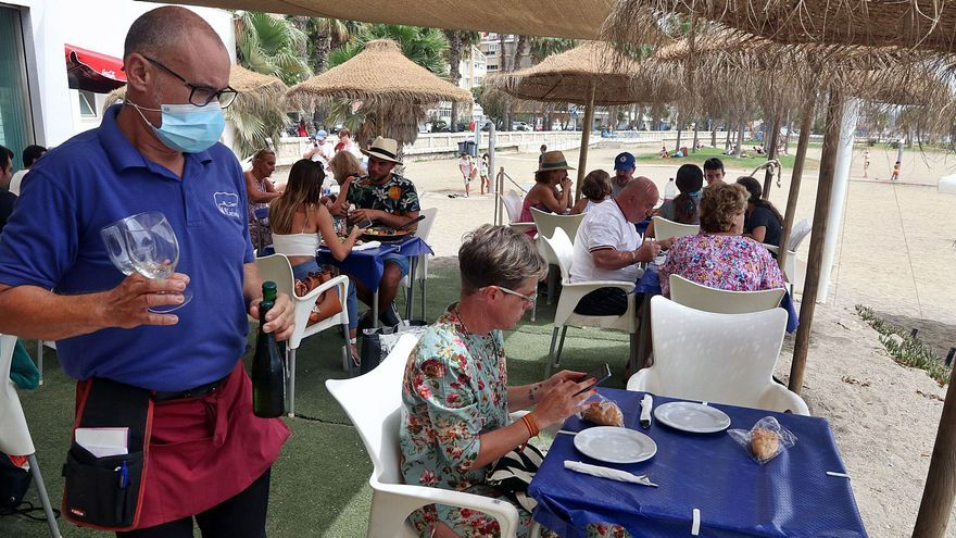 Málaga roza en agosto el récord  de empleo preCovid y firma la menor cifra de personal en ERTE