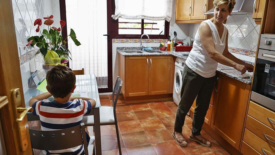 Las familias monoparentales crecen un 10 % en la pandemia