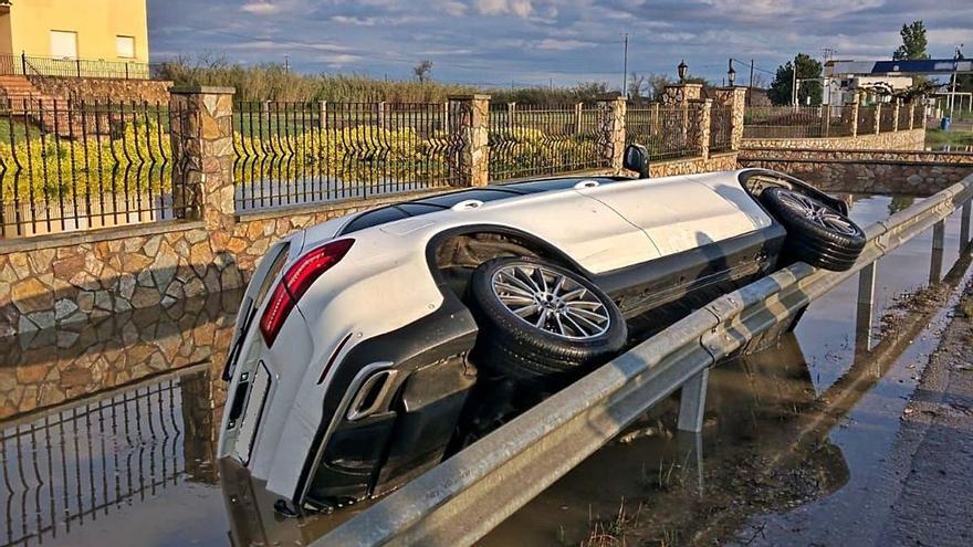 Els Mossos distingeixen dos agents per un rescat en un accident a Castelló