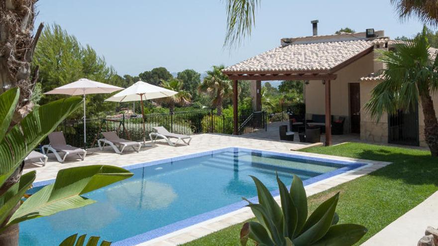 Fiebre por alquilar una vivienda con piscina este verano