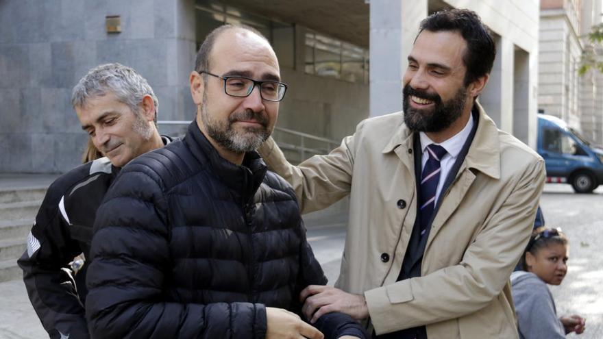 La fiscalia demana un any d'inhabilitació i 3.600 euros de multa a l'alcalde de Sarrià de Ter per la pancarta de l'ANC