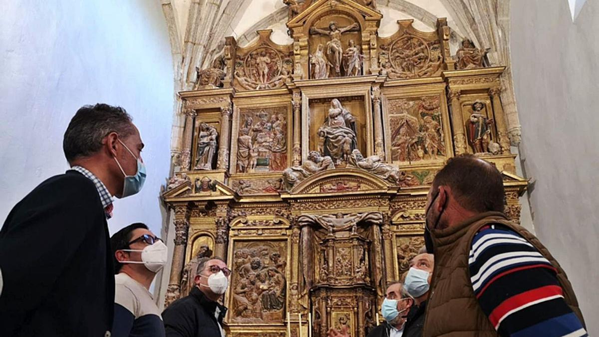 Visita de responsables de Diputación a la iglesia de Grijalba.   E. P.
