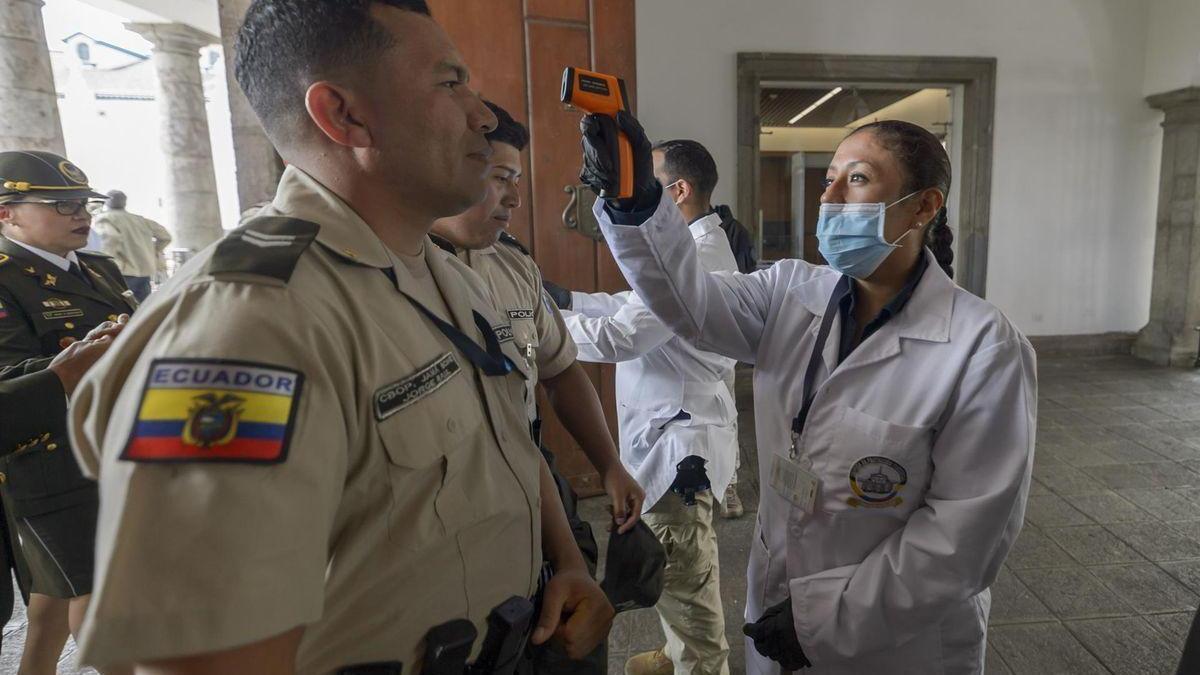 Ecuador permite importar vacunas contra el covid-19 a municipios y empresas privadas