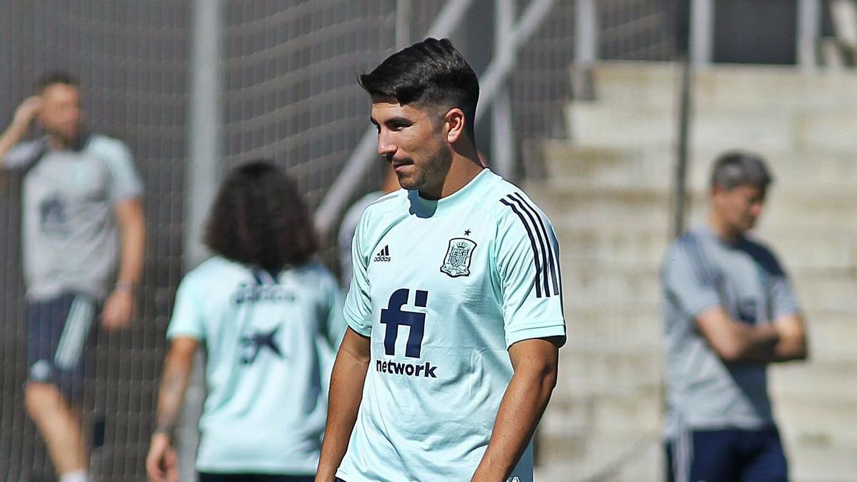 Carlos Soler, durante un entrenamiento con la selección española en Japón.    AFP7/EUROPA PRESS