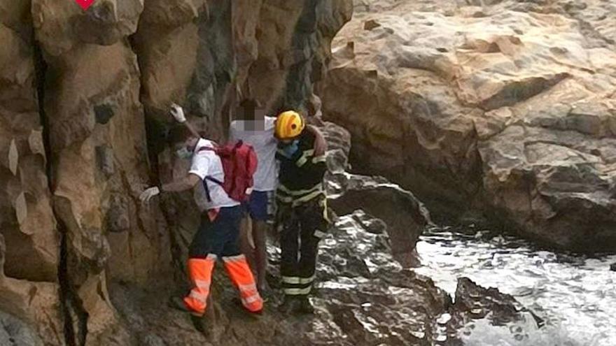 Un chico de 15 años cae de 2 metros en el acantilado de Punta Estrella de Moraira