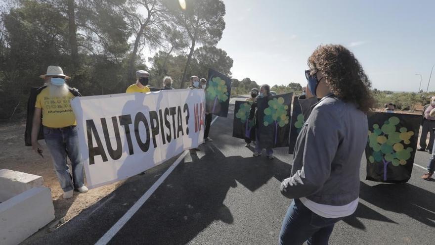 Protestas en la inauguración de la autopista de Campos