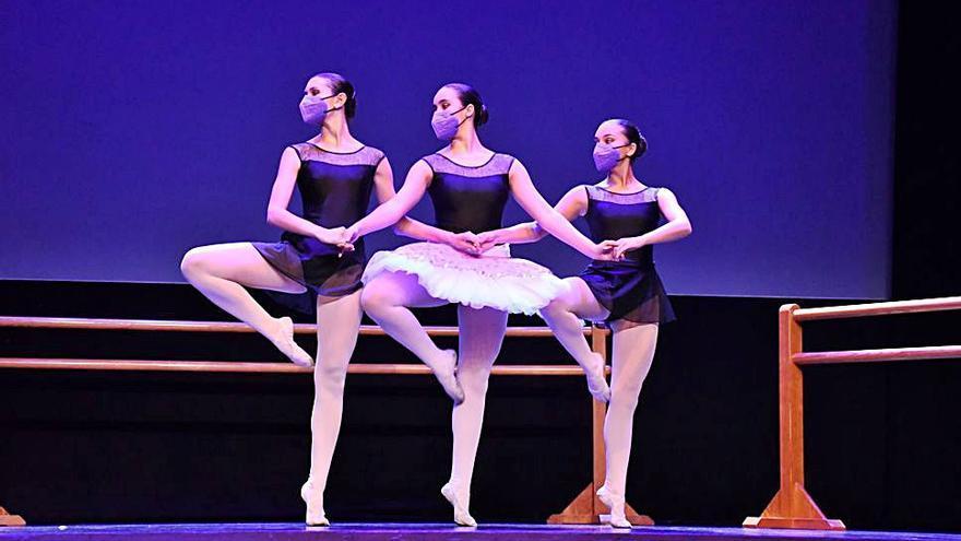 El alumnado de Danza actúa en el Teatro municipal