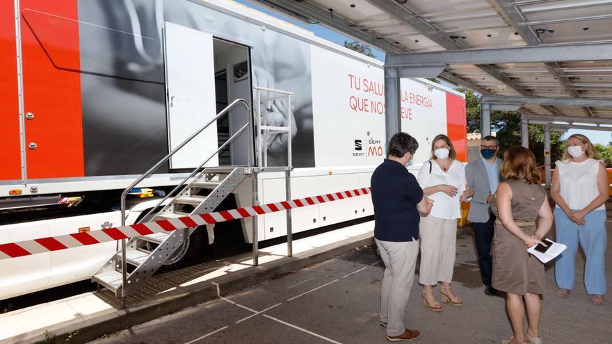 Vacunación en Ibiza sobre ruedas