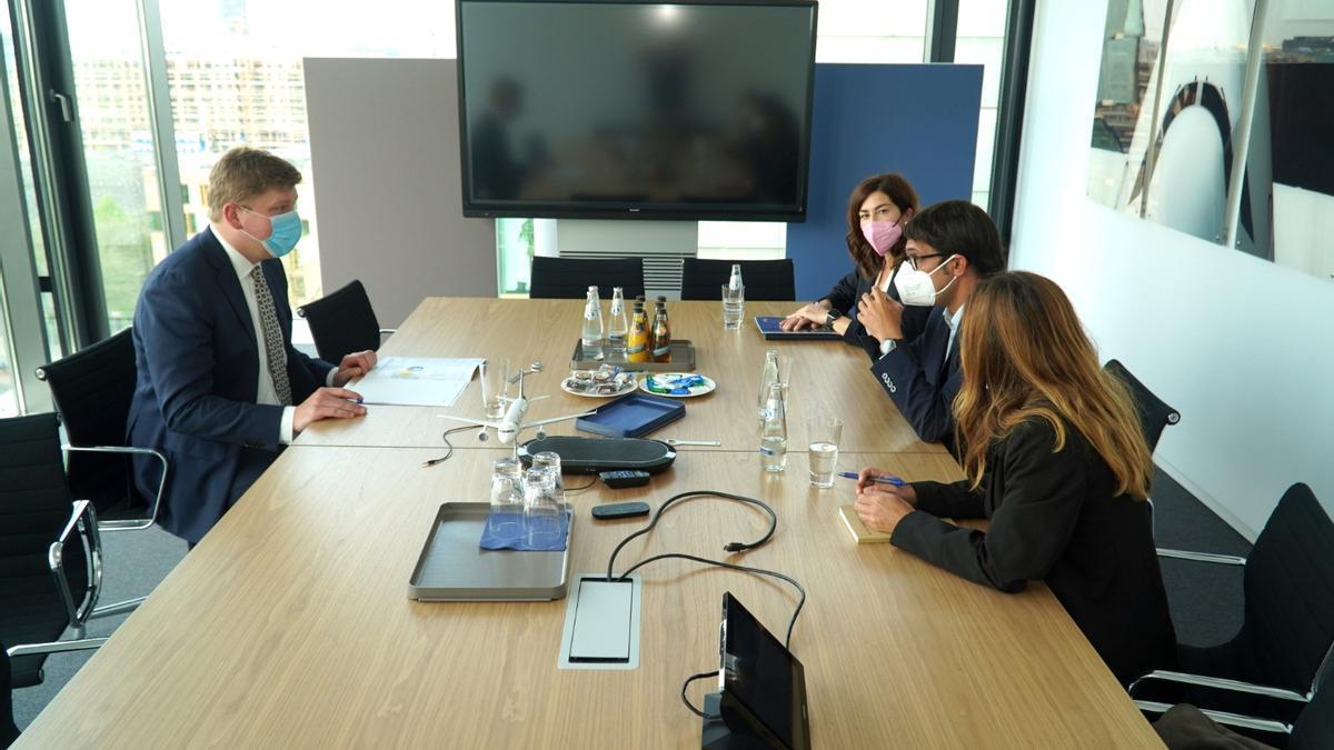 Jan Korner, de Luthansa, reunido con el conseller Iago Negueruela, Rosana Morillo y Esther Callizo, en Berlín