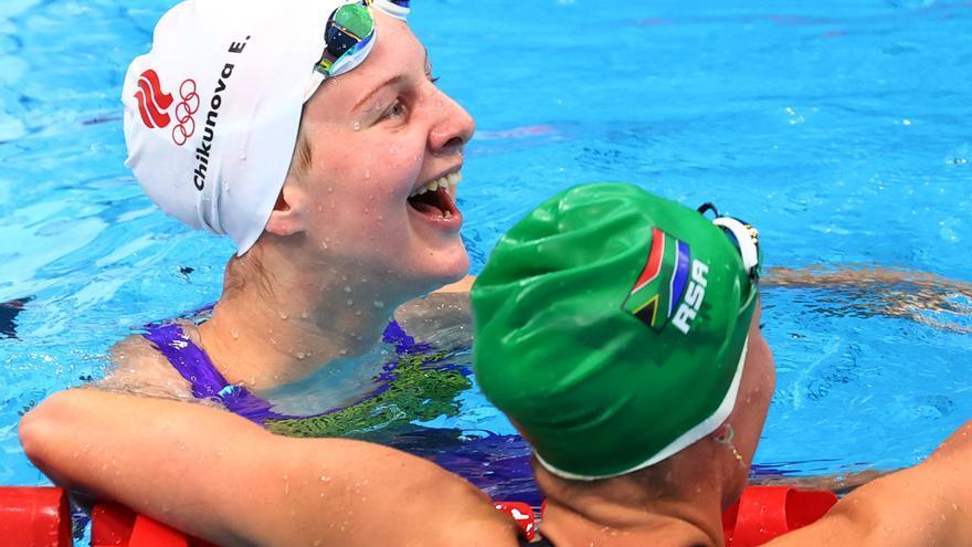 Emocionante gesto de las rivales de la sudafricana Tatjana, tras hacerse con el oro olímpico y el récord del mundo