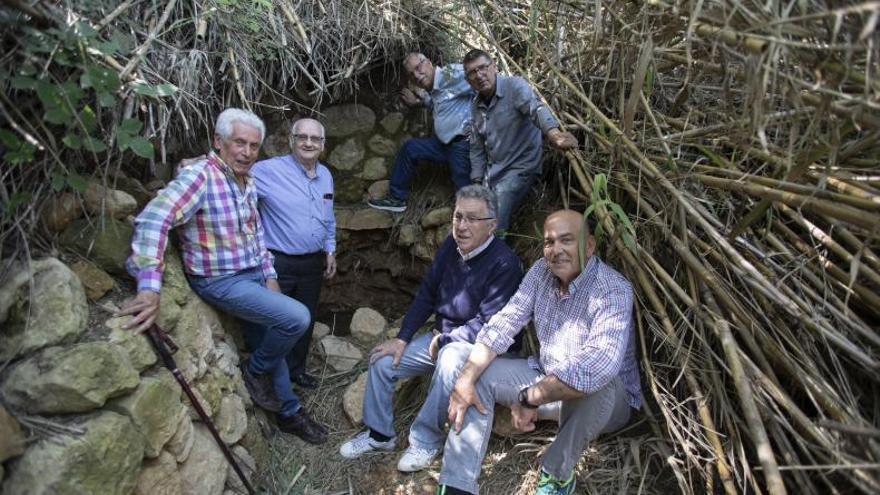 """Los """"buscatesoros"""" de la Ribera rescatan un paraje 40 años olvidado"""