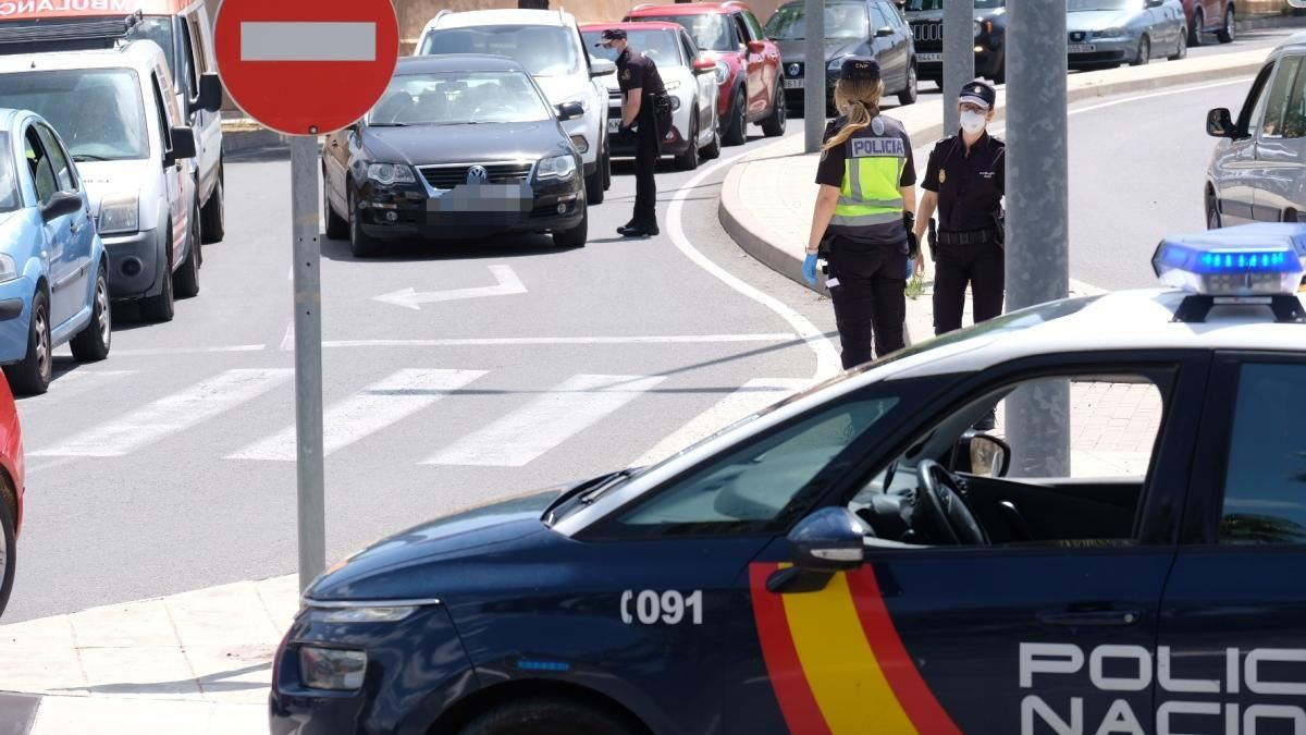 Control de la Policía Nacional durante el estado de alarma en Alicante.