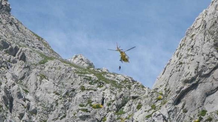 Fallece un montañero castrillonense cuando hacía solo una ruta por el pico Torres (Aller)
