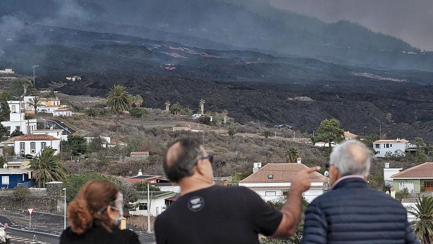 La colada del volcán se para en La Laguna, pero preocupa la lava que avanza detrás