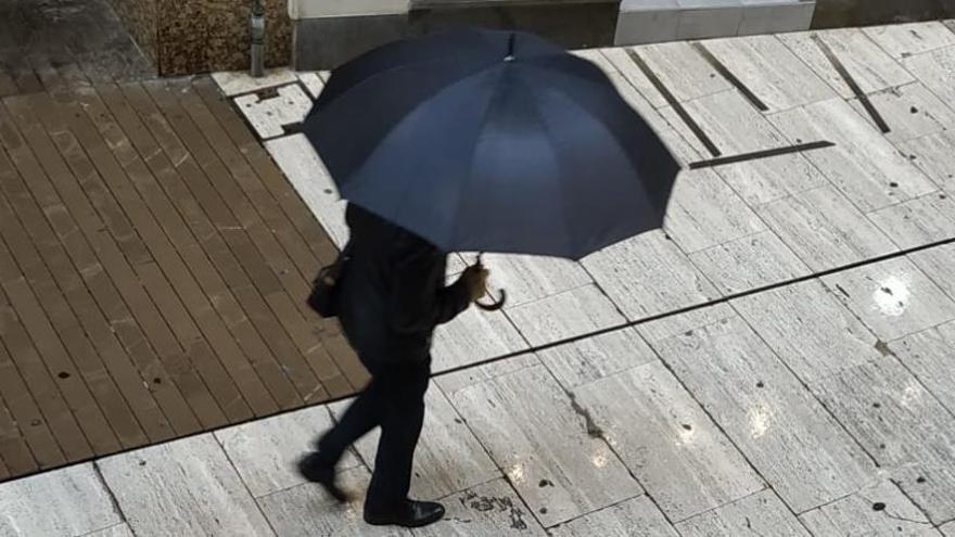 La lluvia suaviza la bajada de temperaturas en Elche