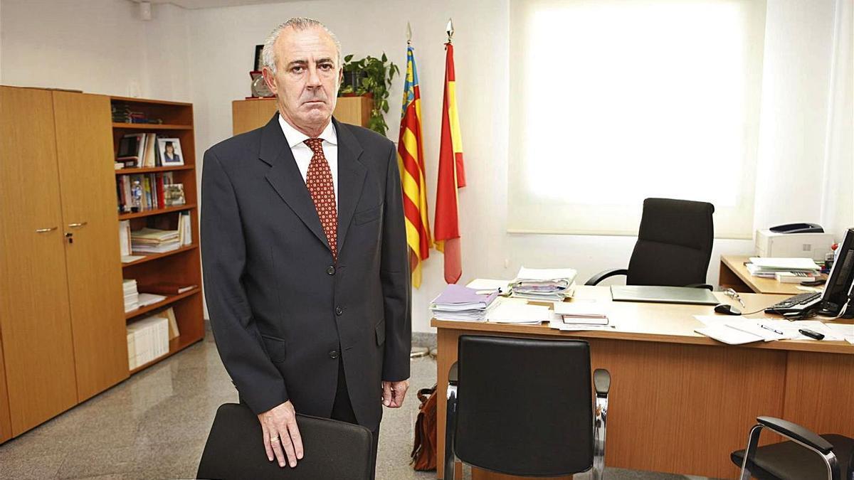 José Luis Cuesta, el ya exfiscal jefe de Catelló, en su despacho.   LEVANTE-EMV
