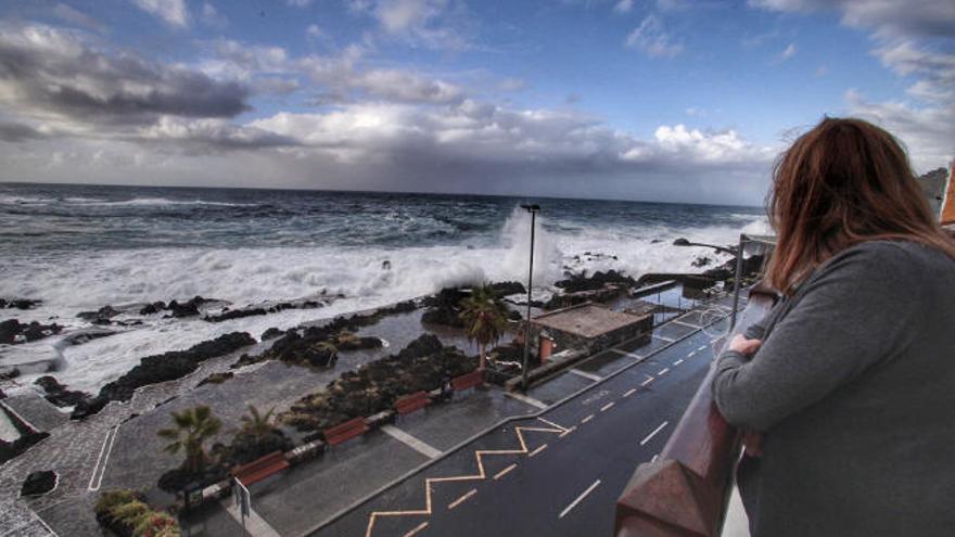 Garachico ya puede predecir los riesgos del oleaje con tres días de antelación