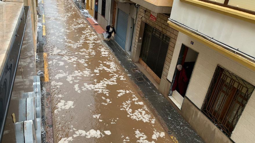 Una espectacular granizada sorprende a los vecinos de varios municipios de la Plana Baixa
