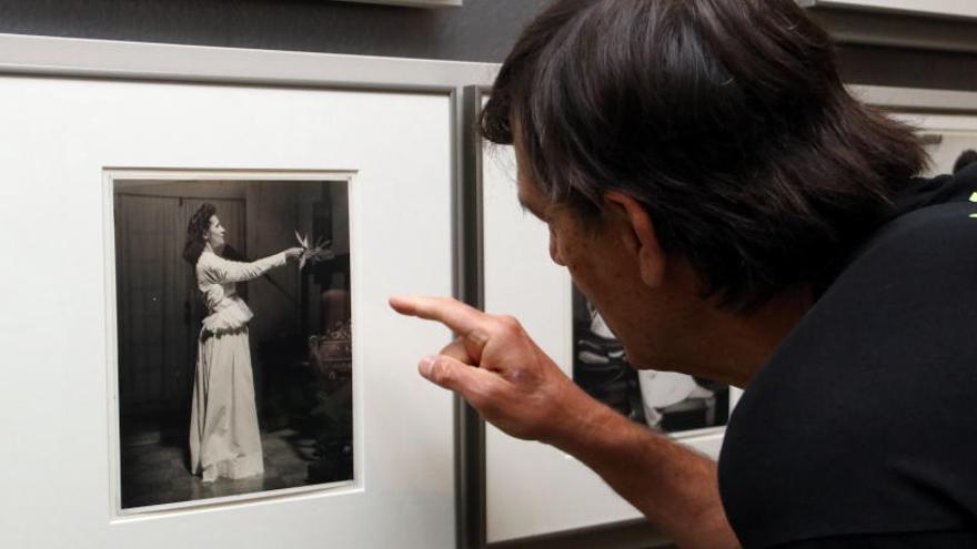 Una exposició amb fotografies inèdites al castell de Púbol explora la relació entre Dalí i Gala a través de la imatge