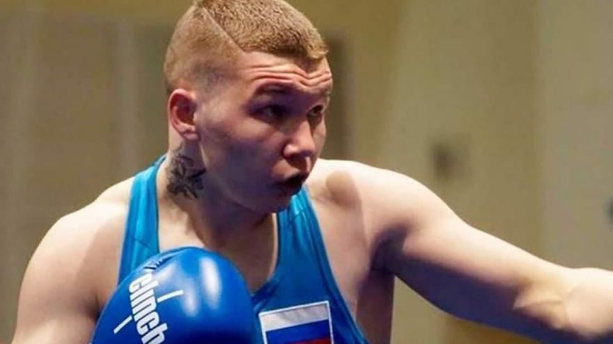 ¡Un joven boxeador es atacado por un oso y logra matarlo!