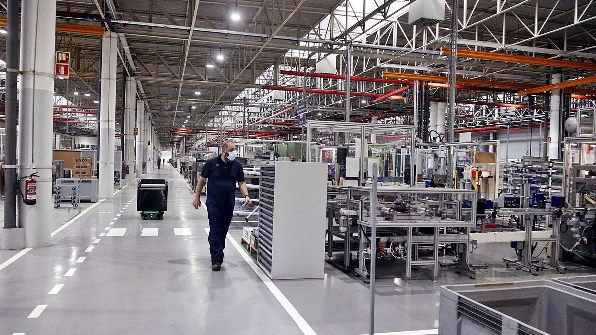 Una imatge de la fàbrica de Simon a Olot,  d'ahir al matí.    ACN