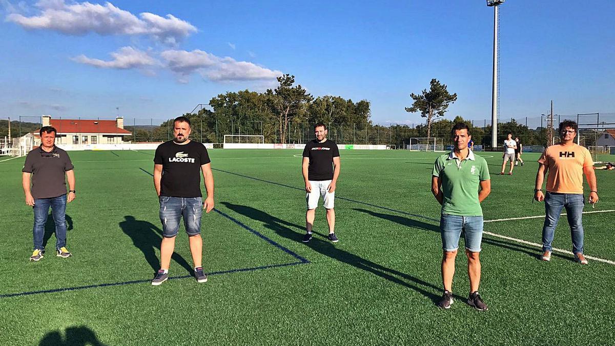 Carballude, Silva, Péon, Vázquez y Méndez forman la nueva directiva de la Escola de Fútbol Lalín. |  // EFL