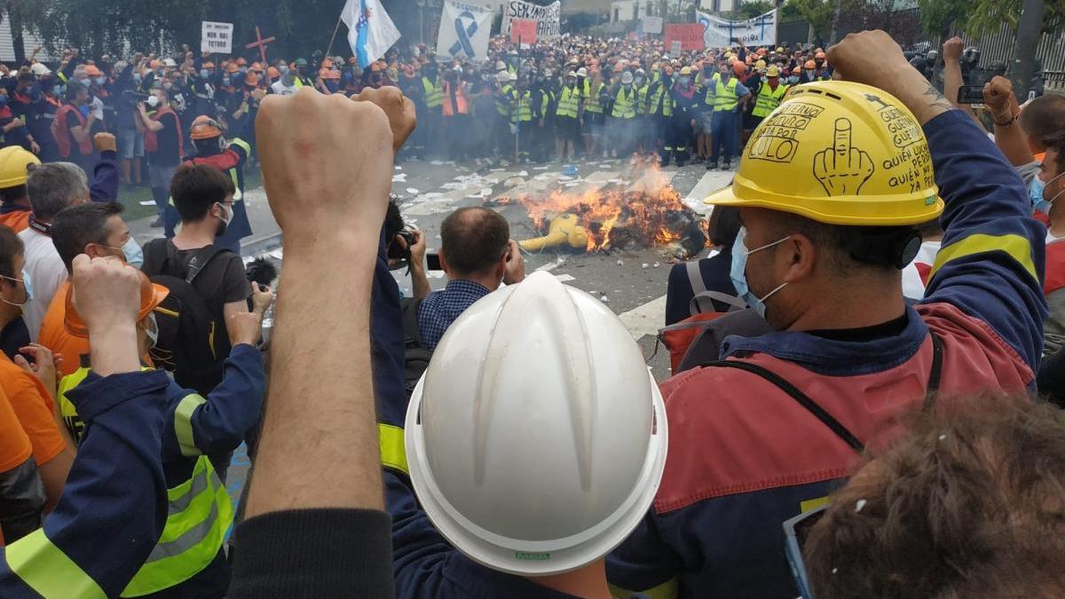 Trabajadores de Alcoa, en una protesta // EP