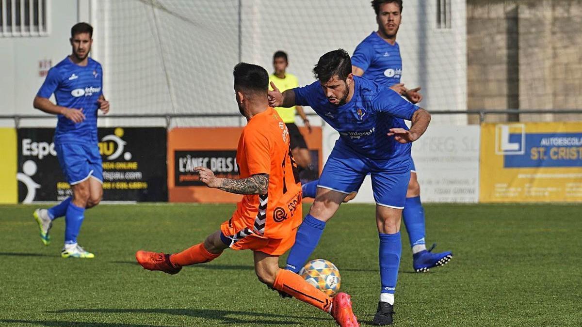Una jugada del partit disputat ahir entre el Bescanó i el Palamós.