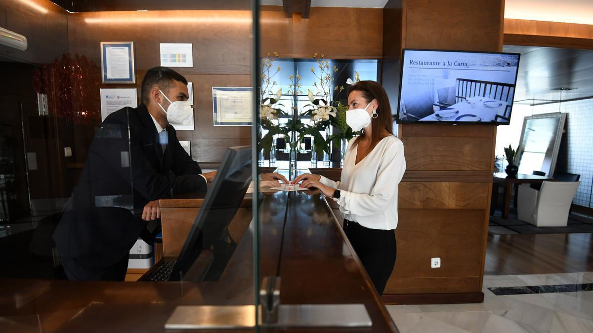 Recepción del hotel Talaso de Sanxenxo/ Gustavo Santos
