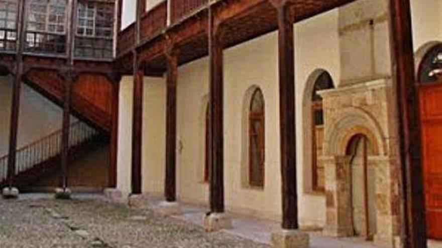 El juzgado obliga a restituir en el palacio de los Condes de Requena de Toro un arco sustraído hace seis años