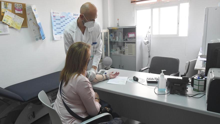 Salud ordena a los centros de salud recuperar al 100% las consultas presenciales