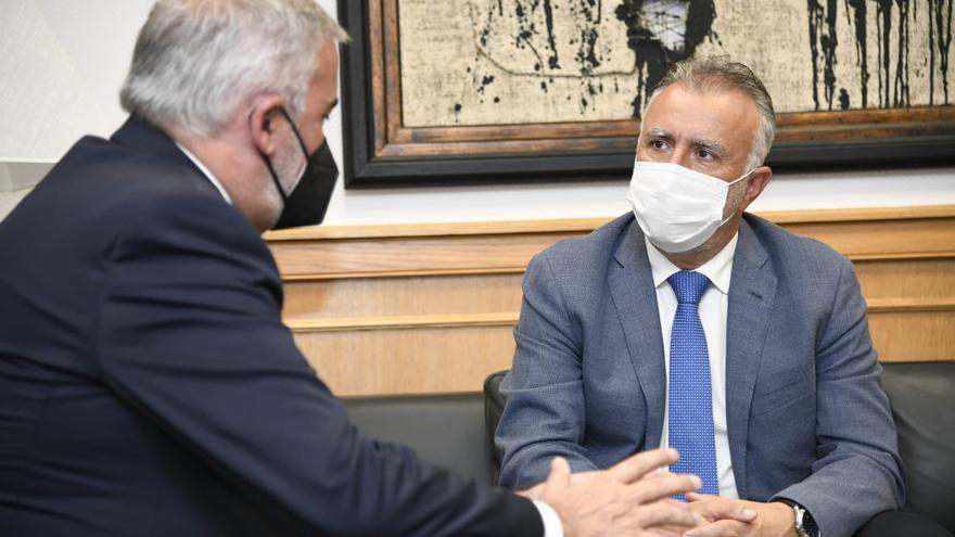 El presidente de Canarias, Ángel Víctor Torres, recibe al rector de la ULPGC, Lluis Serra