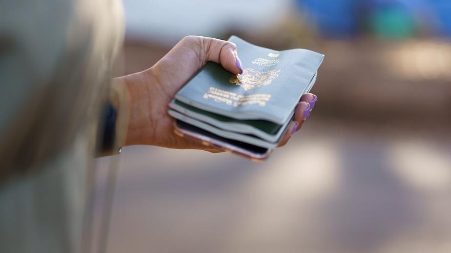 Entierran sus pasaportes en mitad de la nada para evitar ser devueltos