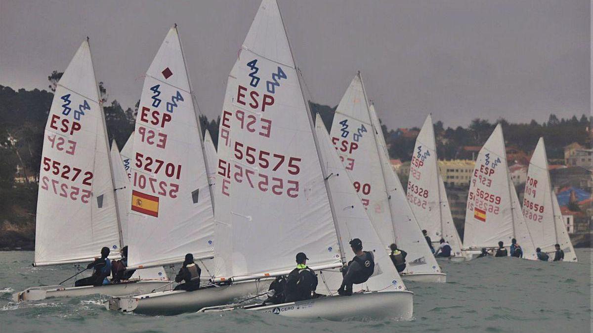 En primer término, los vencedores Bruno Ameneiro y Pablo Lorenzo, en la regata de ayer.