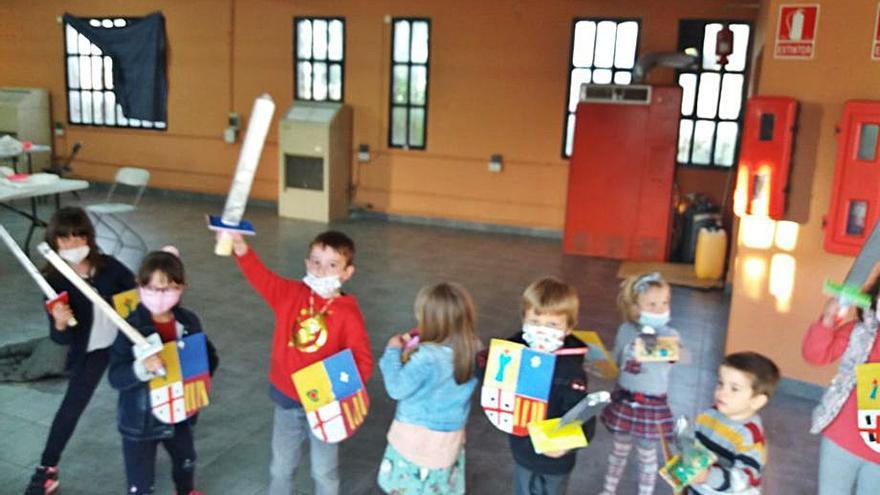 Los jóvenes disfrutan en abril de juegos y talleres