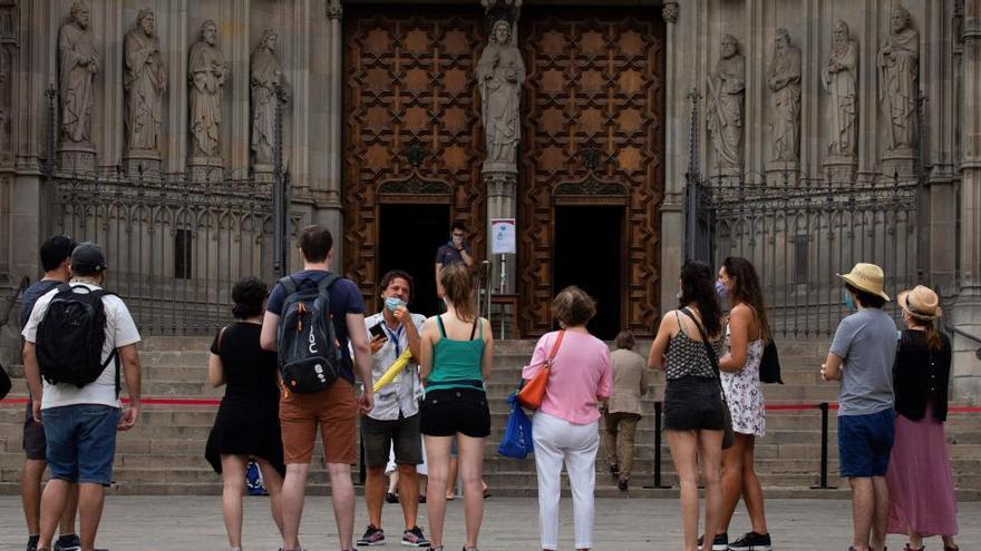Cataluña notifica 955 positivos y 10 fallecidos