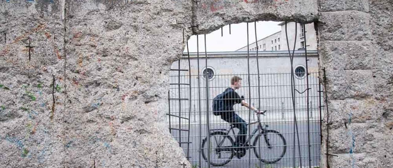 Los restos del Muro de Berlín en la actualidad se han integrado dentro de la ciudad.