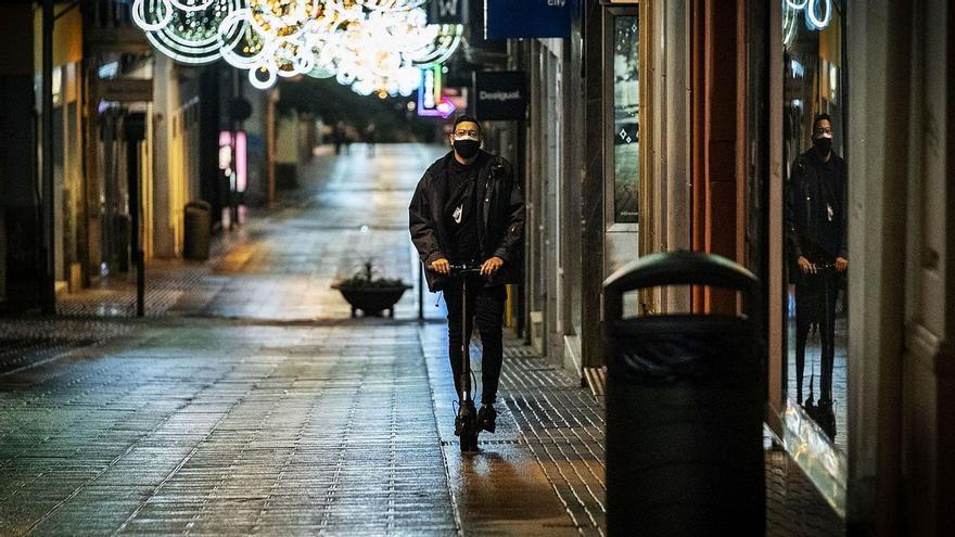 Santa Cruz vigilará el aparcamiento de patinetes y bicicletas eléctricas