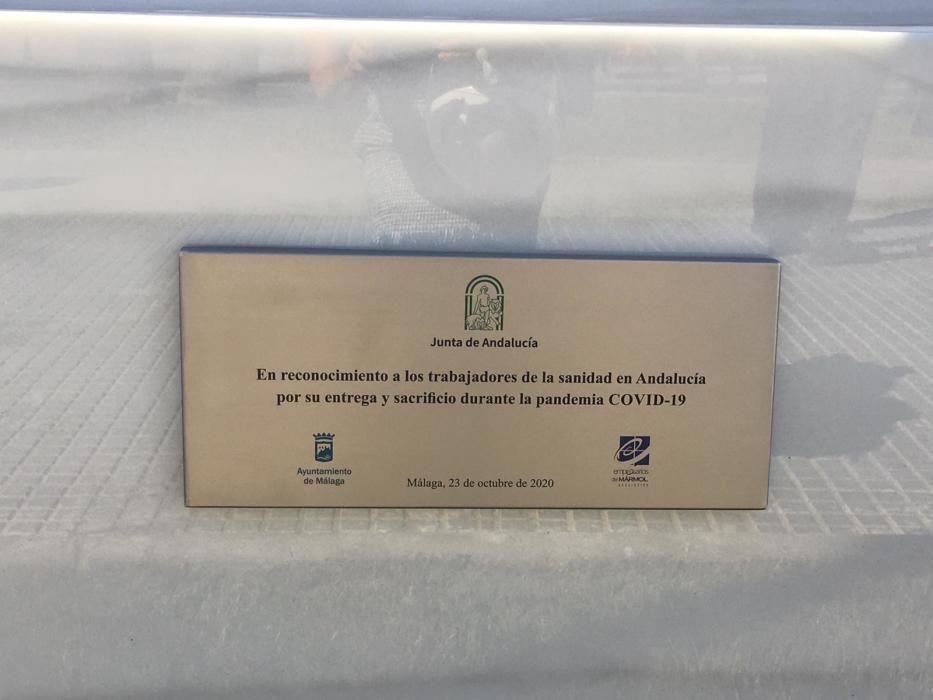 Inauguración de la escultura de homenaje a los sanitarios en Málaga