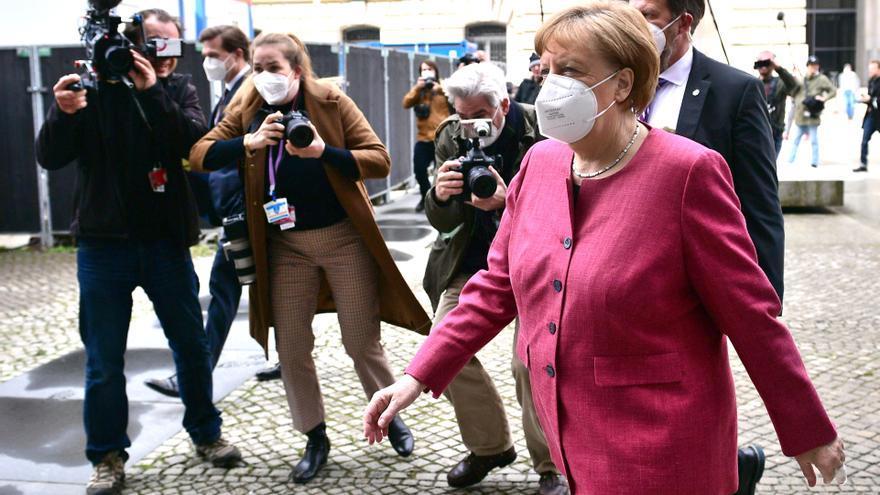 Merkel aboga por un confinamiento exprés para rebajar drásticamente los contagios