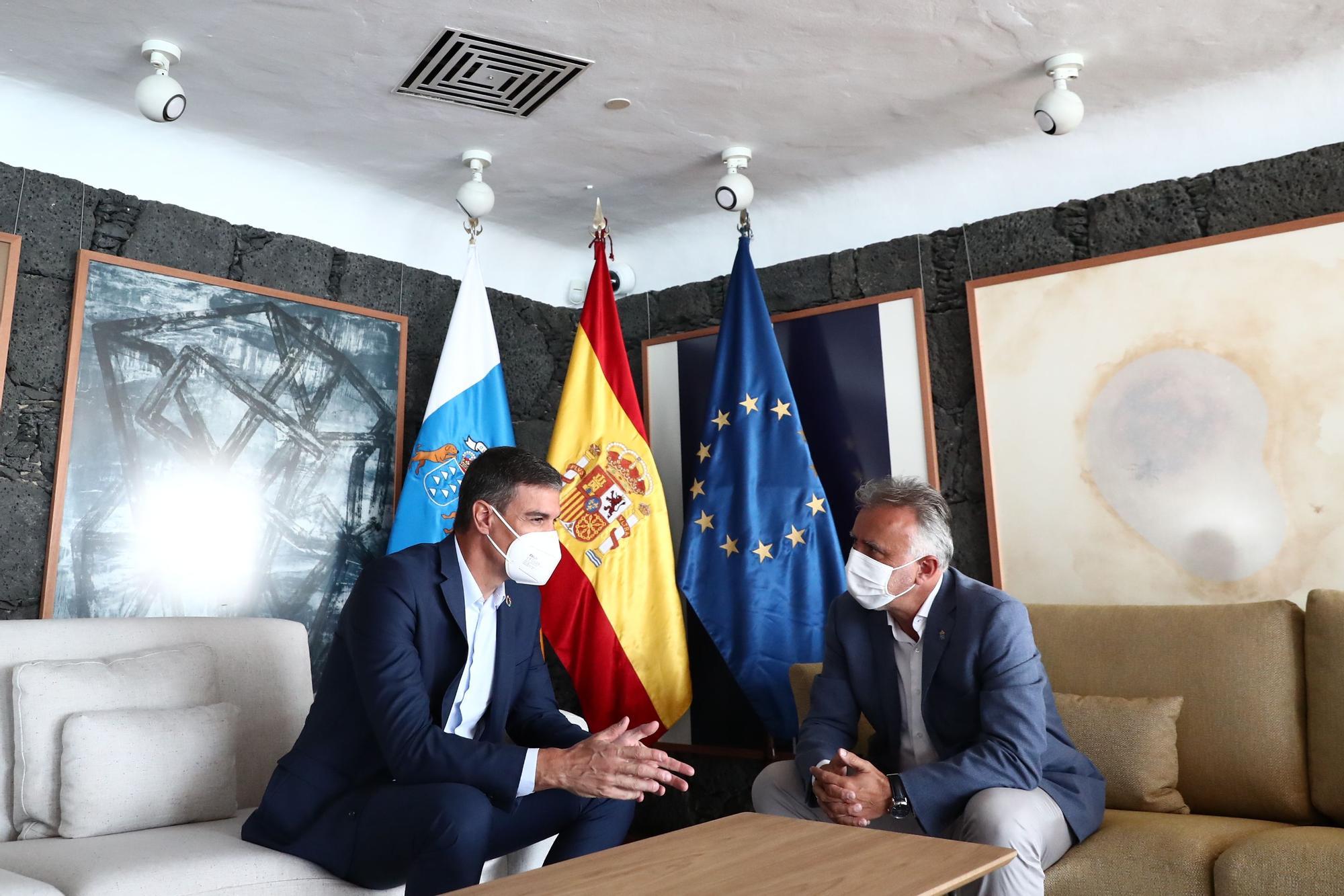 Reunión entre Ángel Víctor Torres y Pedro Sánchez en el Castillo de San José en Arrecife
