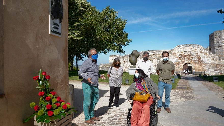 Los jardines del Castillo de Zamora ya rinden homenaje a Baltasar Lobo