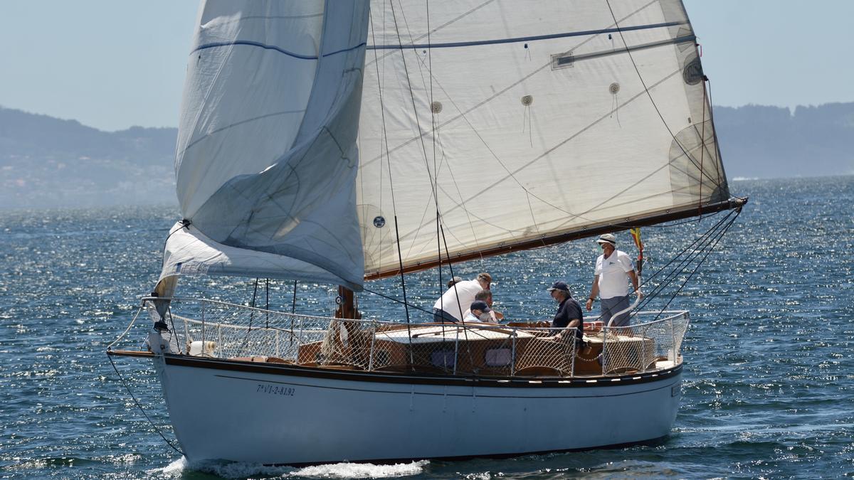 Barco de recreo en Combarro.